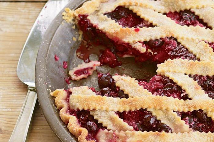 Рецепт пирога с вишней в мультиварке с фото