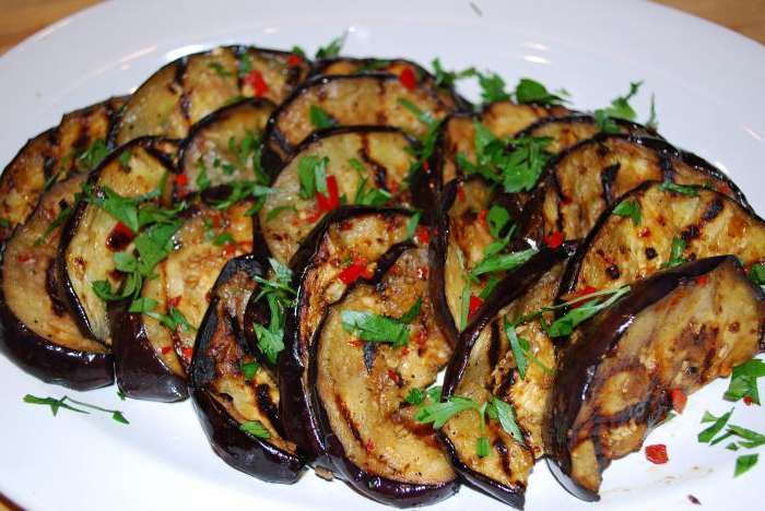 Баклажаны жареные с чесноком и майонезом помидорами рецепт с фото