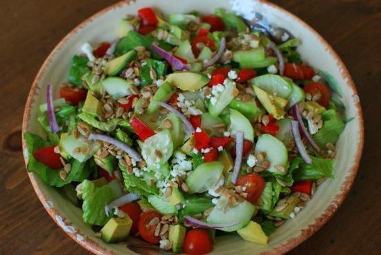Салат из капусты с крабовым мясом и фасолью