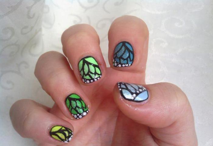Нарощенные ногти из блесток 15