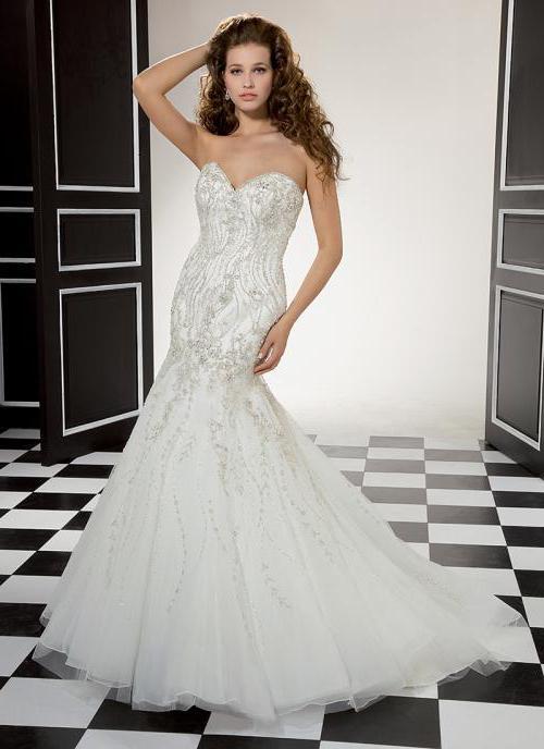 Если вы хотите, чтобы платье было как можно более облегающим, то юбка должна идти от середины бедра или даже ниже. свадебное