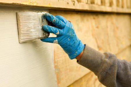 Чем покрасить деревянный дом снаружи: защита