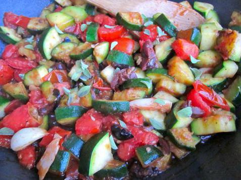 Как готовить рагу из кабачков и помидоров