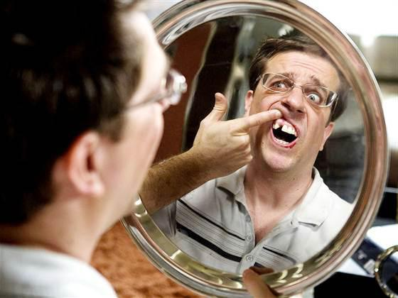 Один зуб вырастает в другой