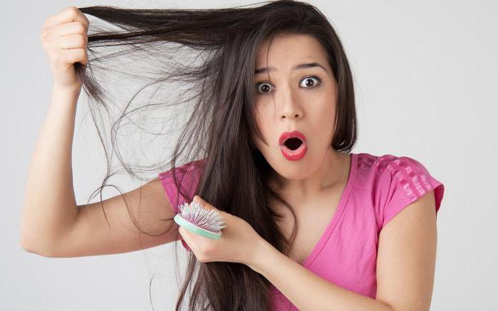 выпадает много волос