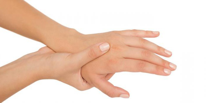 why numb tips of hands