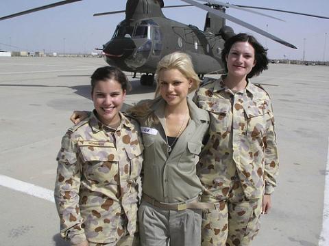 Работа по контракту в воинской части для девушек работа моделью в кемерово