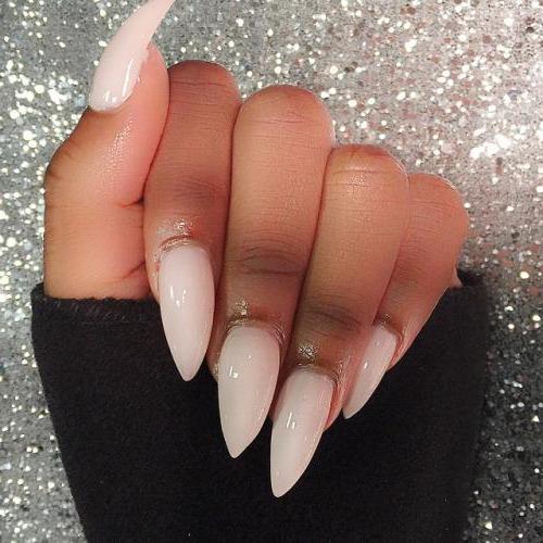 Острые нарощенные ногти черные