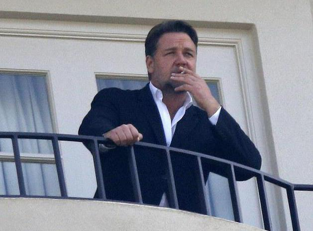 Можно ли курить на балконе? где нельзя курить :: syl.ru.