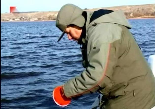 ловля карася на удочку летом видео