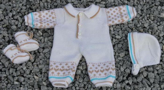 комбинезон спицами для новорожденных