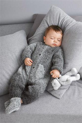 вязание комбинезона спицами для новорожденных