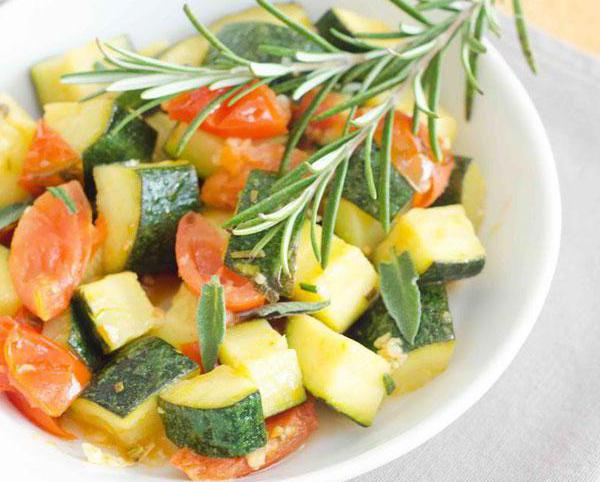 zucchini stewed with carrots and tomatoes