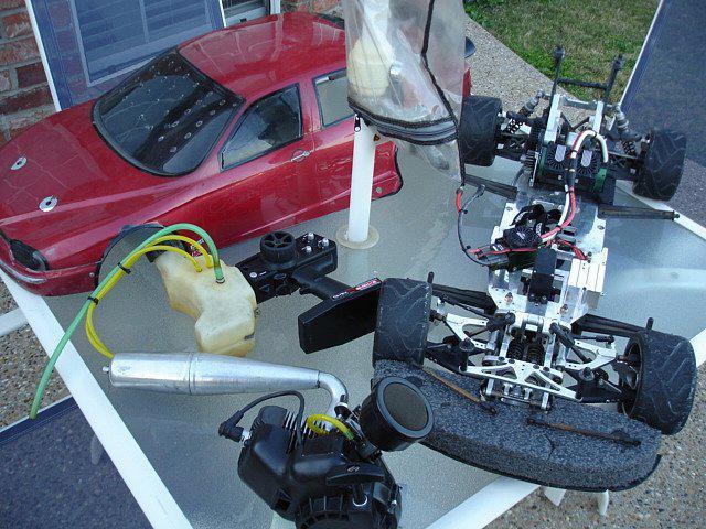 Машинка на радиоуправлении с бензиновым двигателем