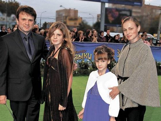 Тимур Кизяков биография, фото, пока все дома, его семья ...