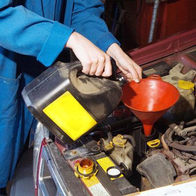 Когда лучше менять масло в двигателе