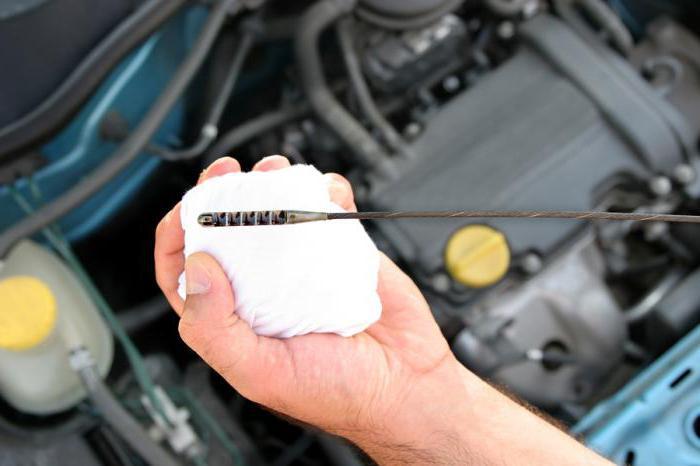 Замена масла в двигателе автомобиля