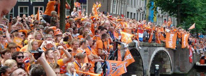 Нидерланды, или как эту страну еще называют голландия имеет один официальный язык, на котором говорят более 90 процентов населения - это нидерландский язык.
