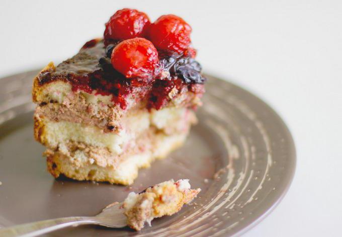 торт с ягодами сверху