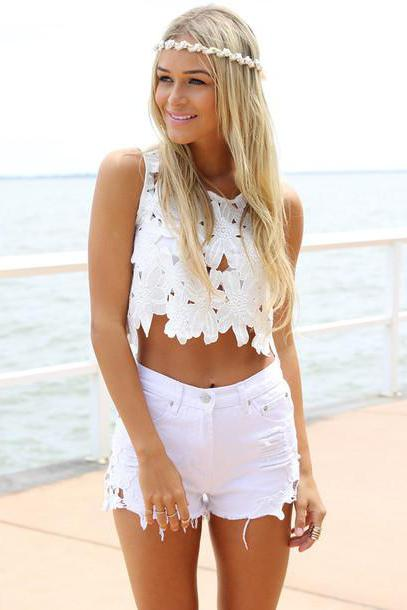 white shorts with what to wear