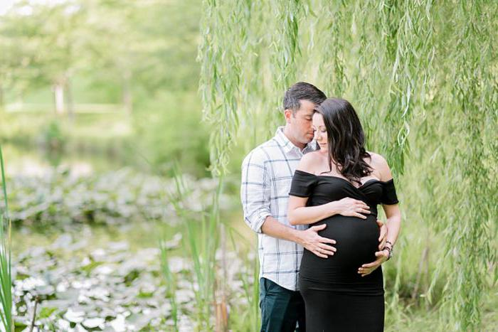 photo shoot for pregnant women with husband