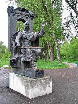 Памятник Ярославу Осмомыслу во Владимире-Волынском
