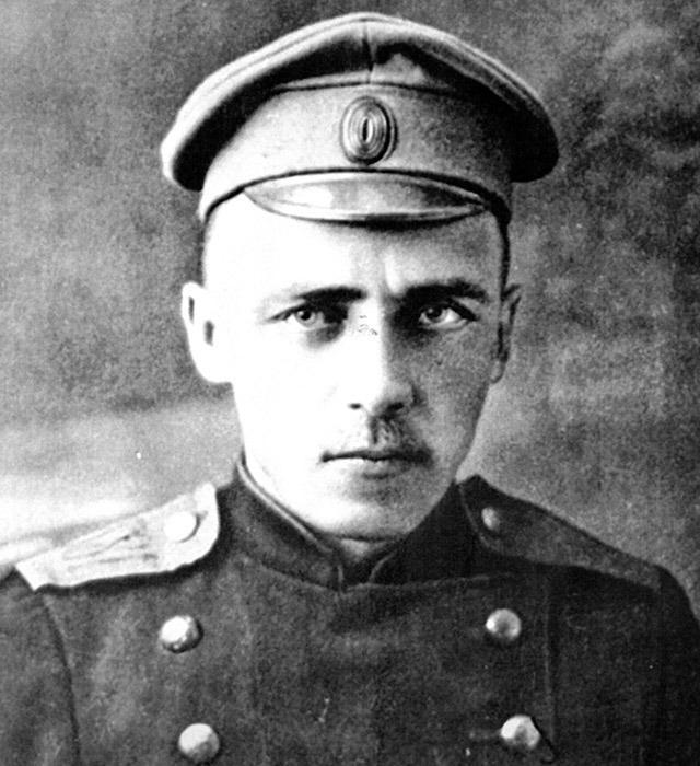 analysis of the poem Gumilyov stray tram