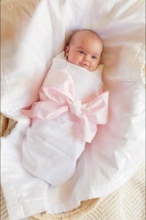 how to wrap a baby in a rectangular blanket