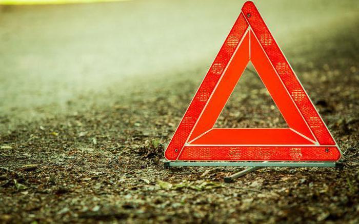 Как выставить аварийный знак при дтп