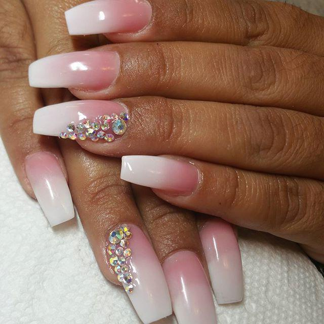 manicure pink with white