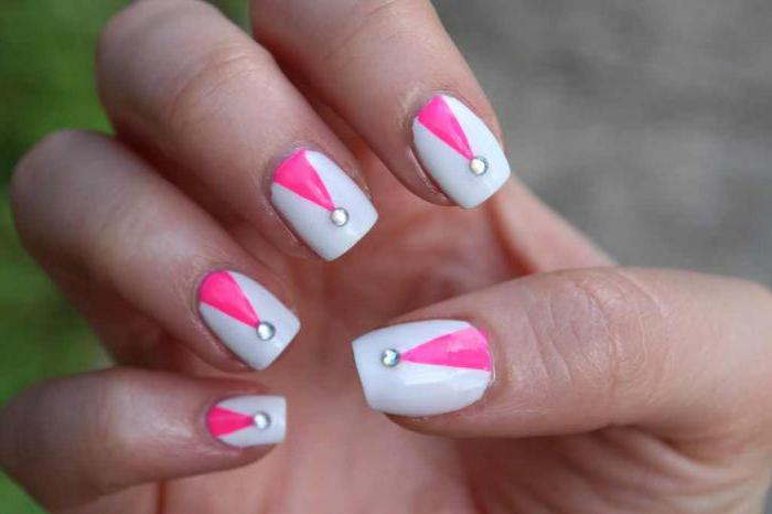 manicure pink with white lace