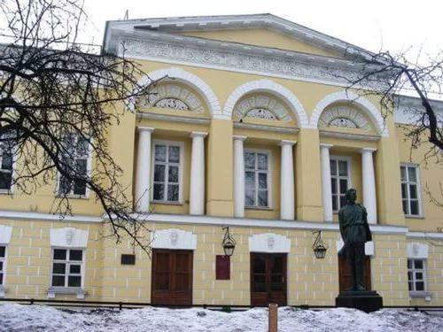 Литературные институты России обзор рейтинг специальности и  литературный институт имени горького