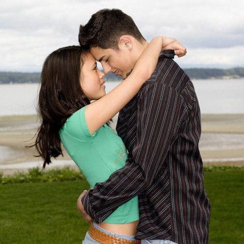 Картинки мужчина обнимает женщину за талию