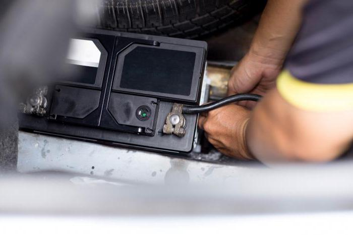 Voltage on the vehicle battery when the engine is running