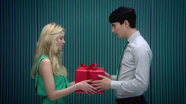 what to give for 30 years girlfriend