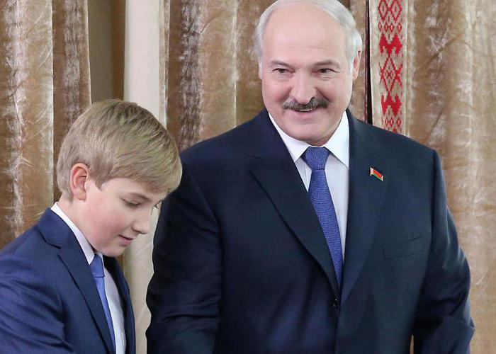 How tall is Lukashenko?