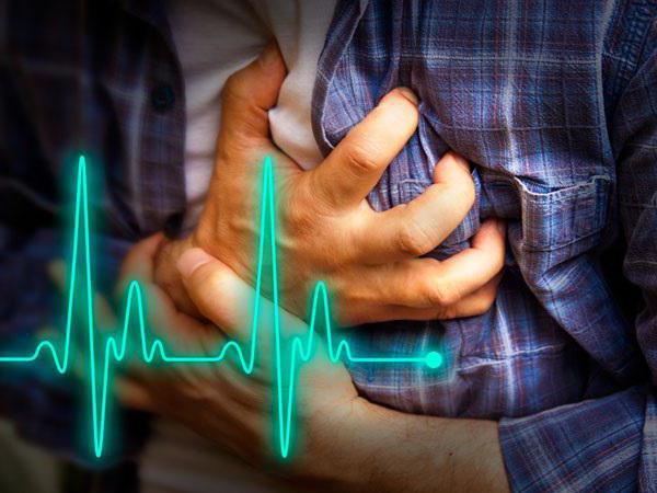 первые признаки инфаркта у женщины первая помощь