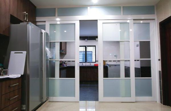 Откатные стеклянные двери межкомнатные