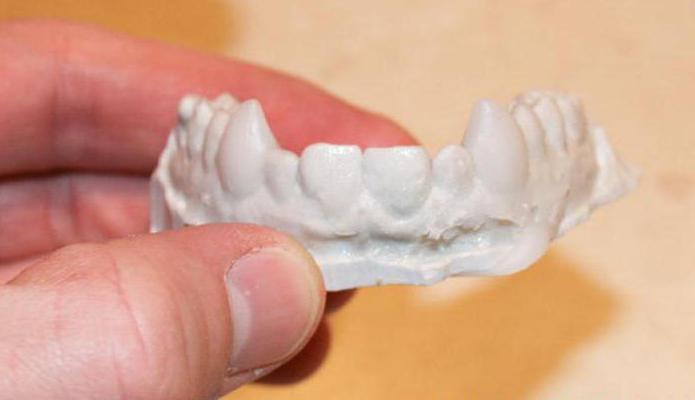 клыки вампира из пластилина