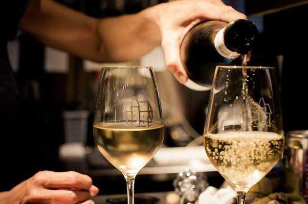 Как проверить качество красного вина в домашних условиях