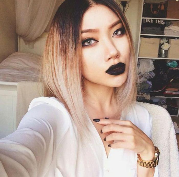 Черная губная помада