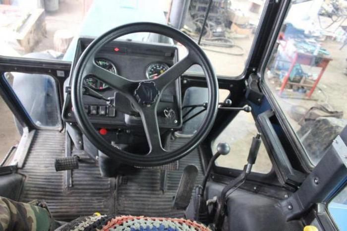 как условия фото салона трактора мтз внутри кабины уже рассказывал