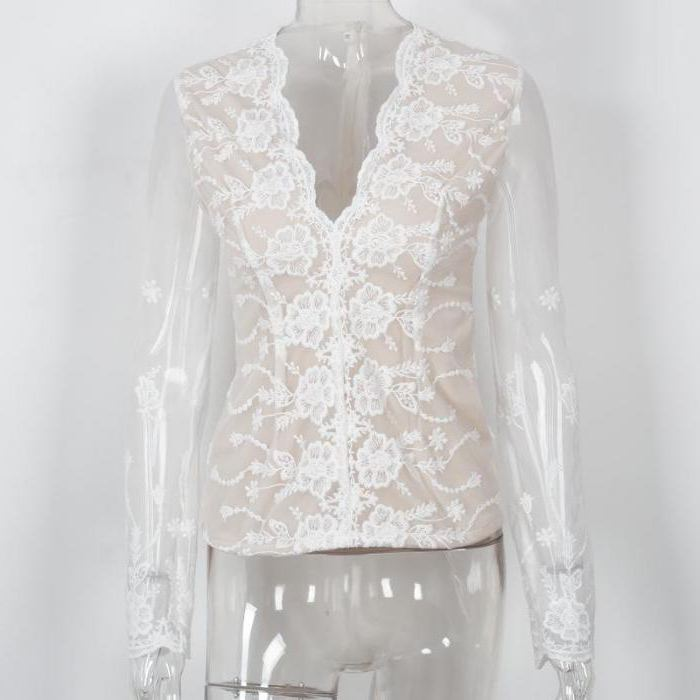 Белая прозрачная блузка