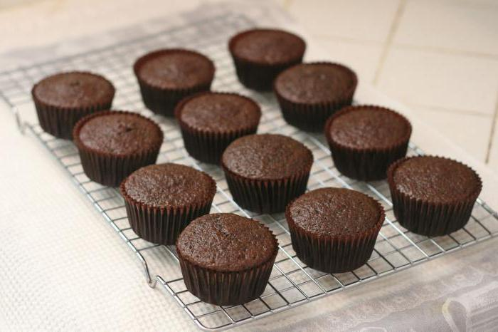 paper muffins in the oven