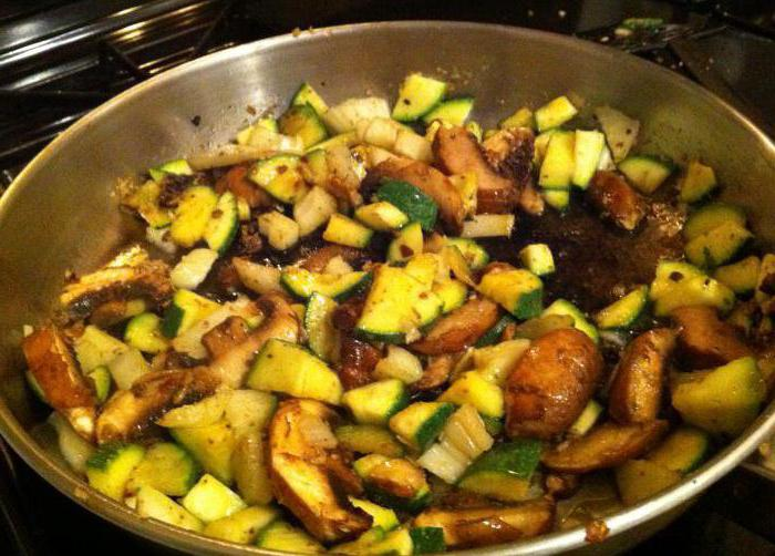 zucchini with mushrooms in the oven