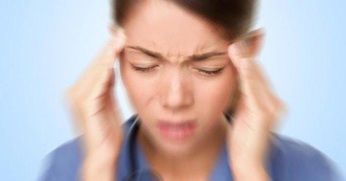 symptoms of migraine in women