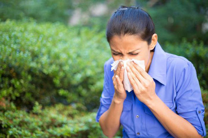 how to distinguish allergy symptoms from a cold