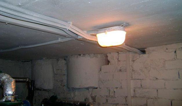 Светильник в работе без решетки