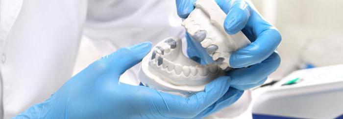 Как заклеить зубной протез в домашних условиях