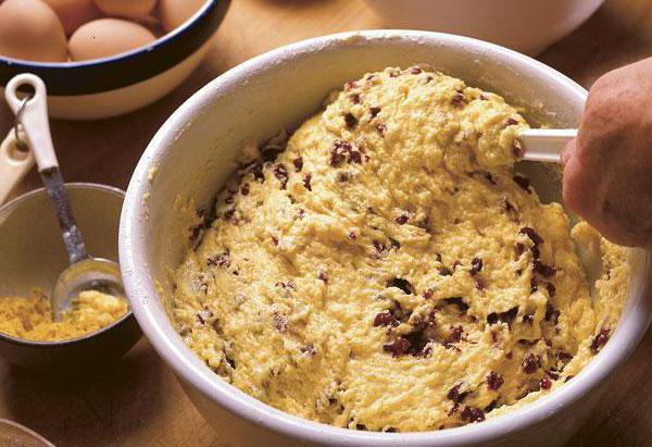 jellied pie with berries on kefir